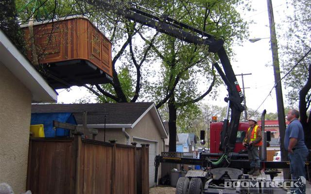 boomtruck lifting the House